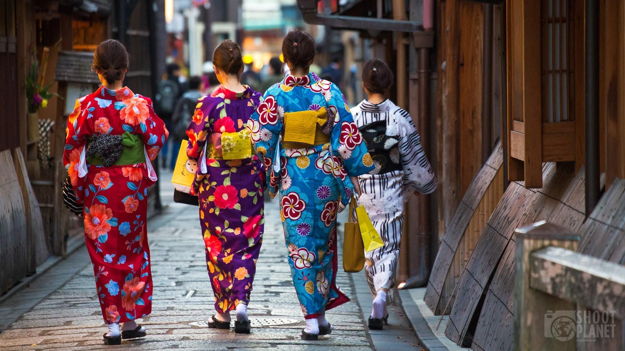 Japanese women in traditional kimonos, Kyoto