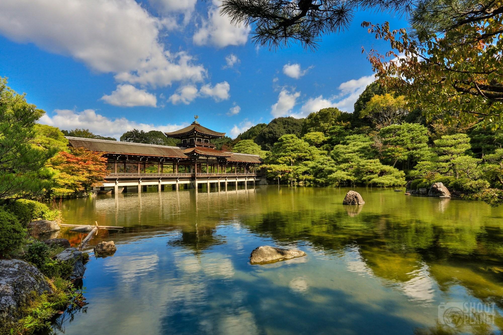 Taihei-kaku bridge and garden in Kyoto