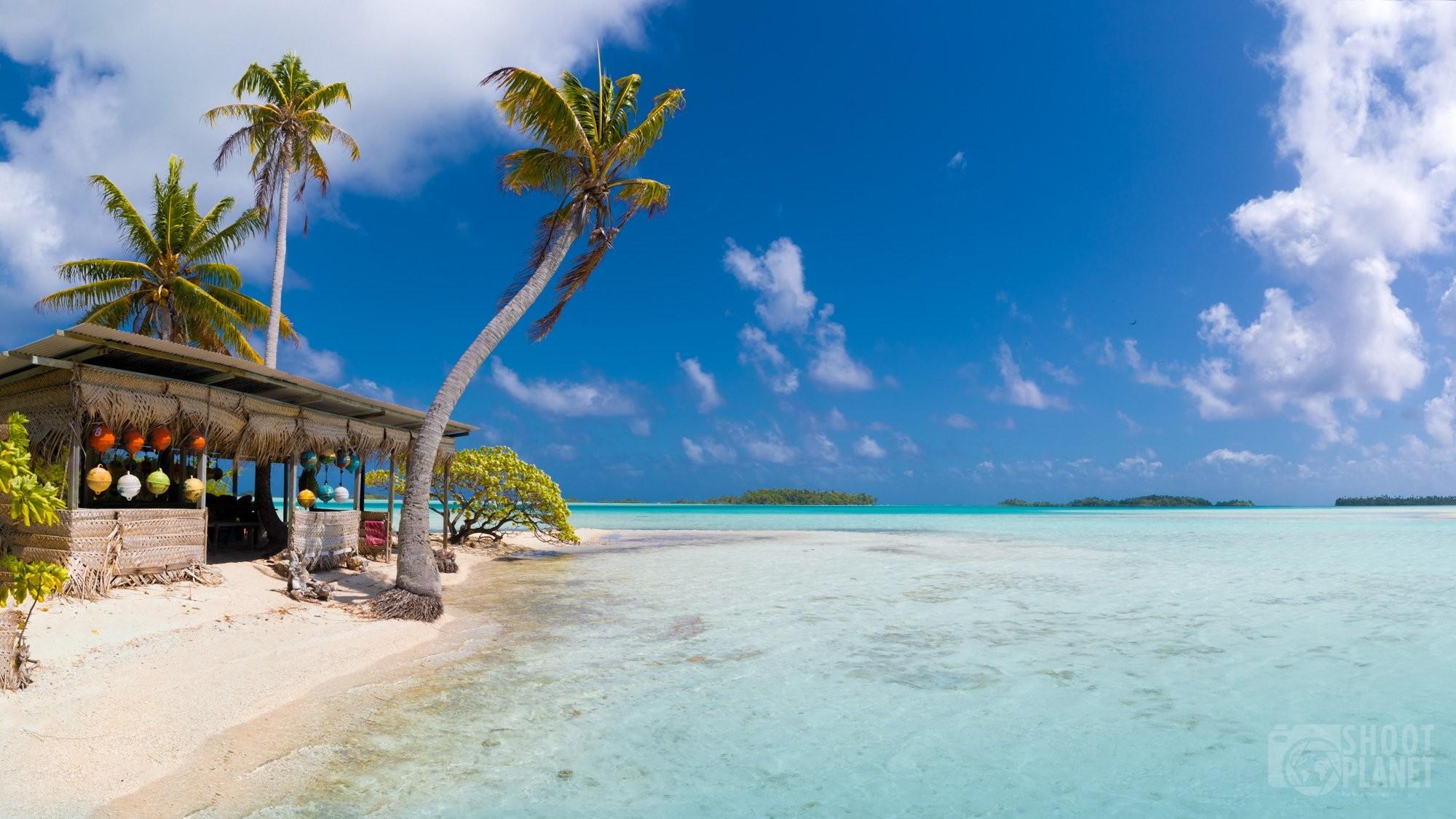 Paradisiac beach bungalow in Rangiroa Polynesia