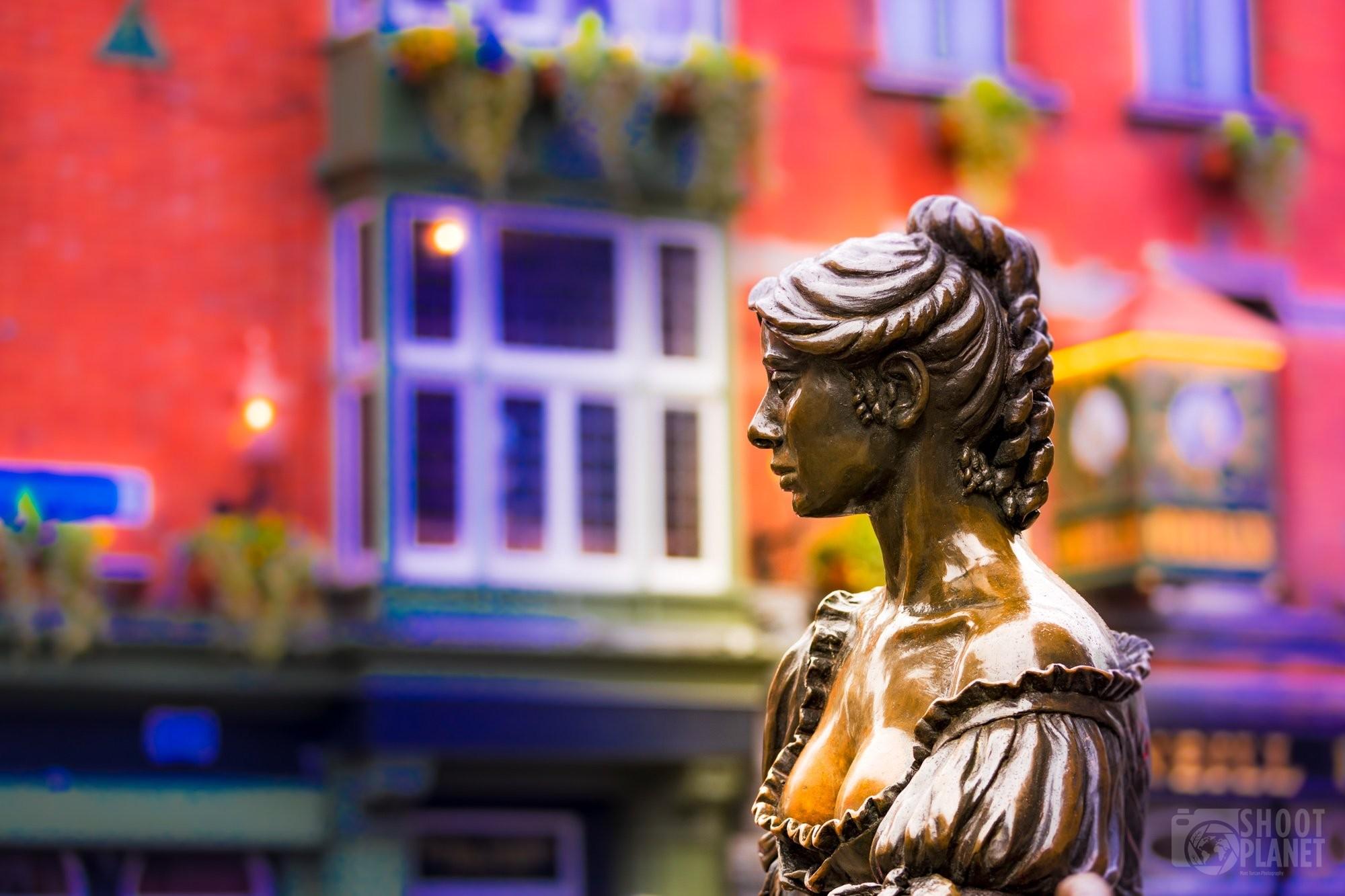 Molly Malone statue in Dublin Ireland