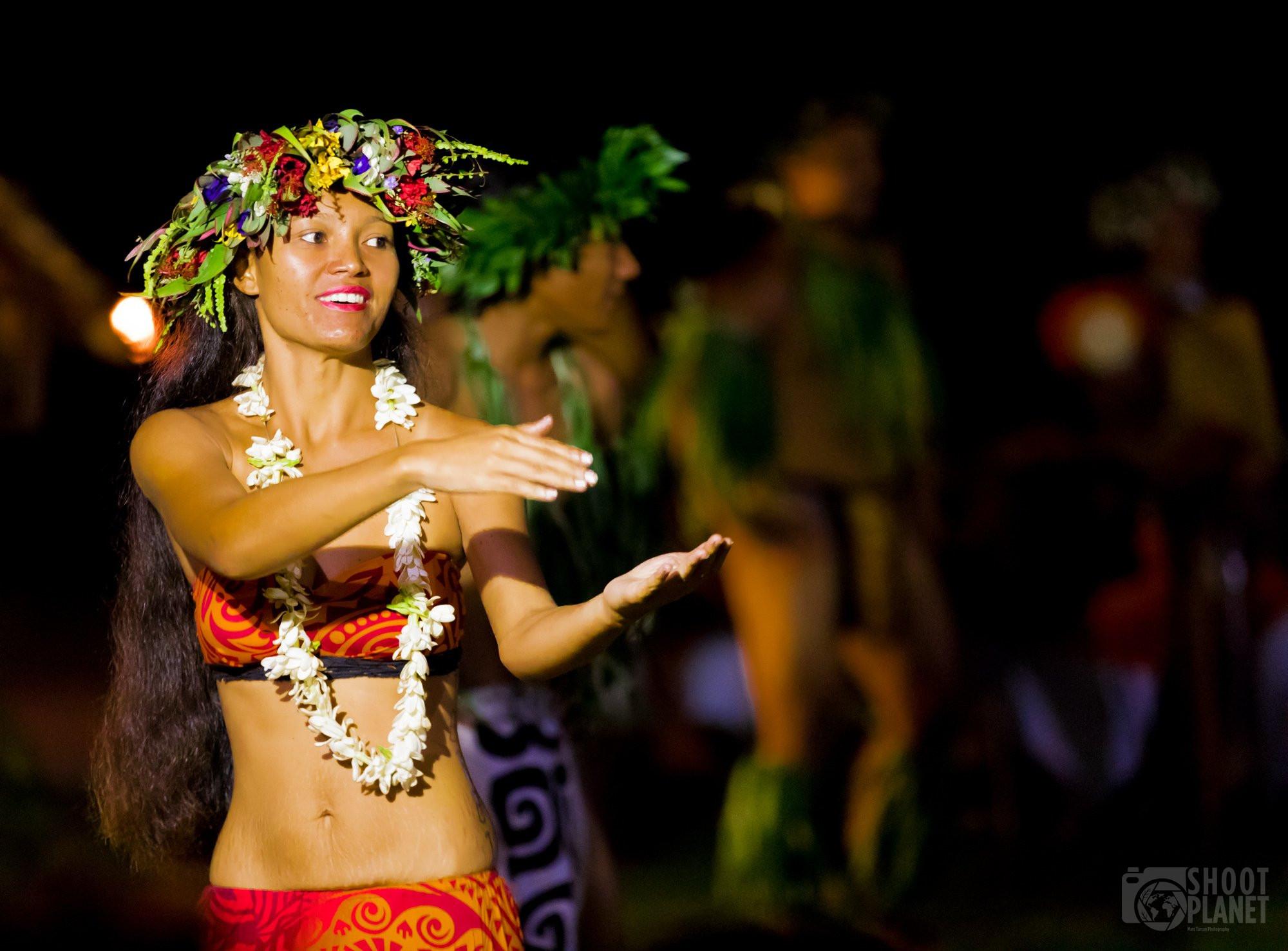 Traditional hip dancer woman, Bora-Bora, Polynesia