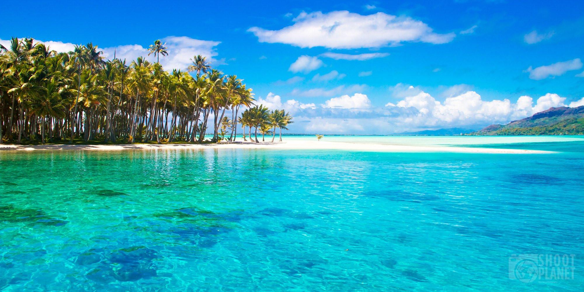 White sand turquoise lagoon motu, Bora Bora