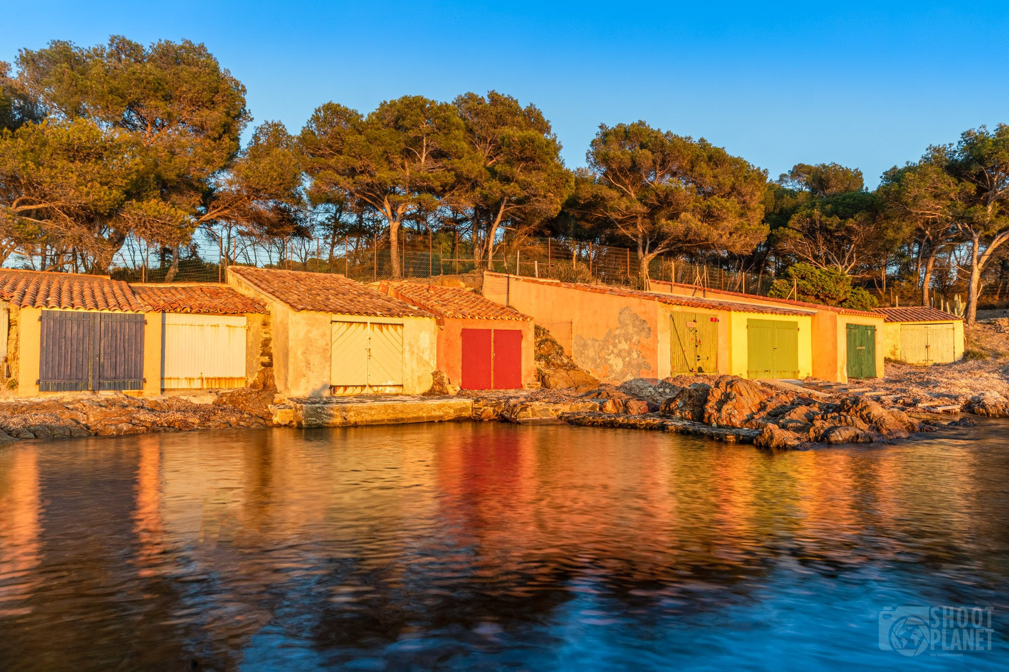 Bregançon beach fisherman's houses, France