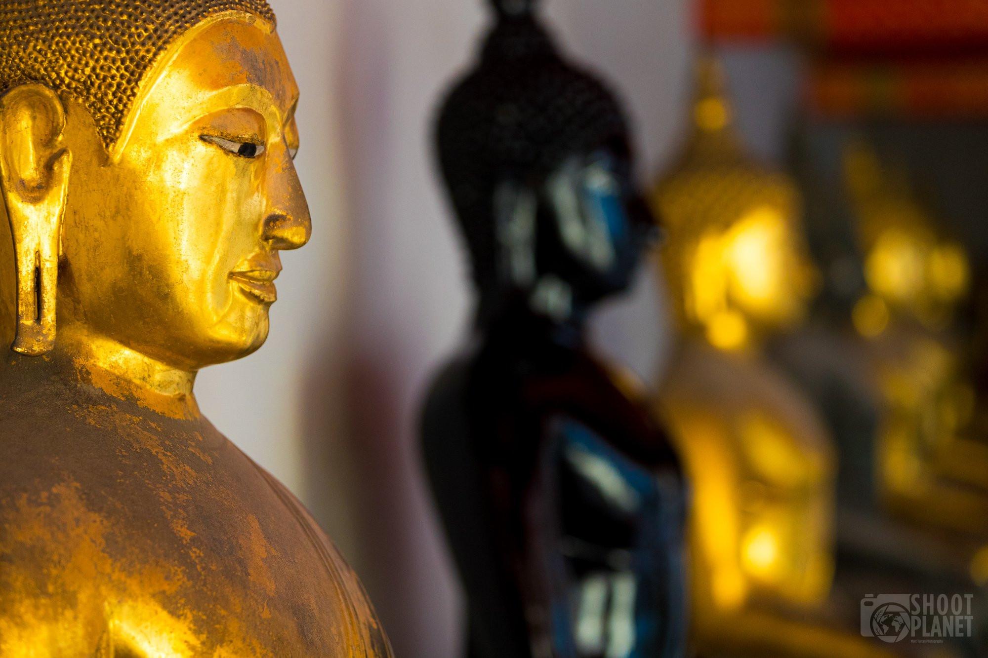 Gold and black Buddhas, Wat Pho, Bangkok Thailand