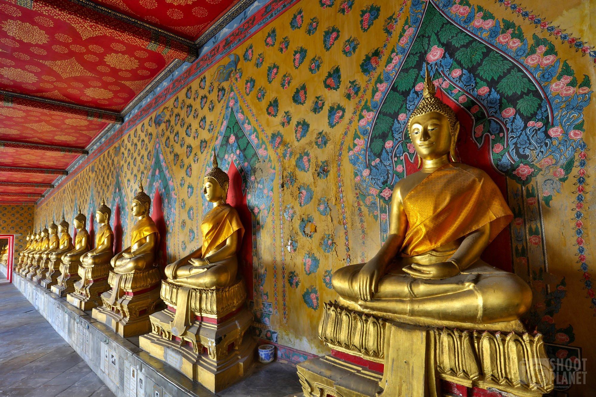 Ancient Buddhas and paintings, Wat Pho, Bangkok