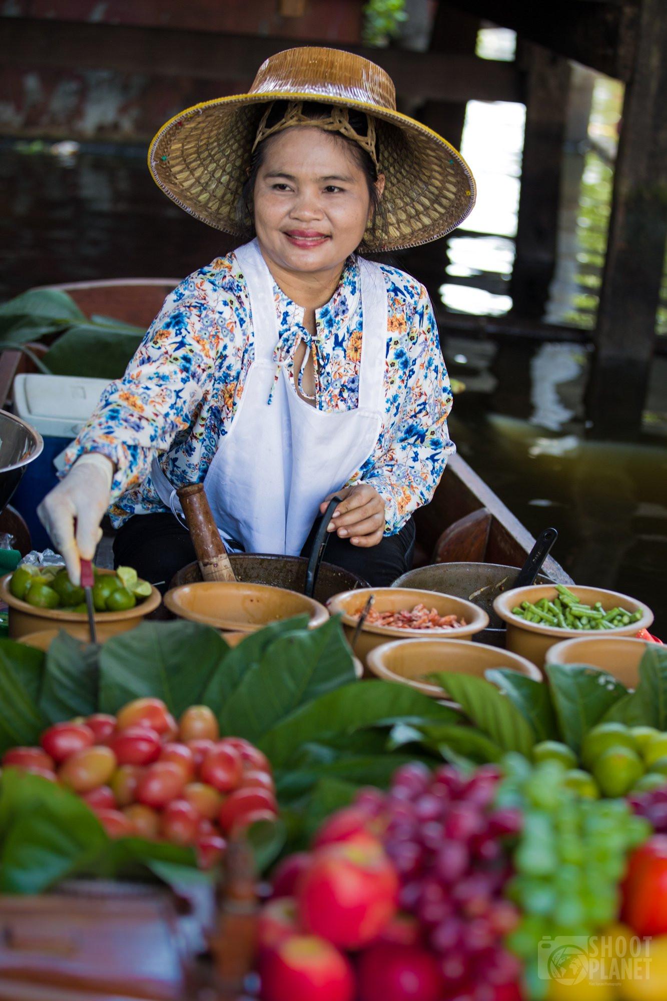 Damnoen Saduak floating market woman Bangkok, Thailand