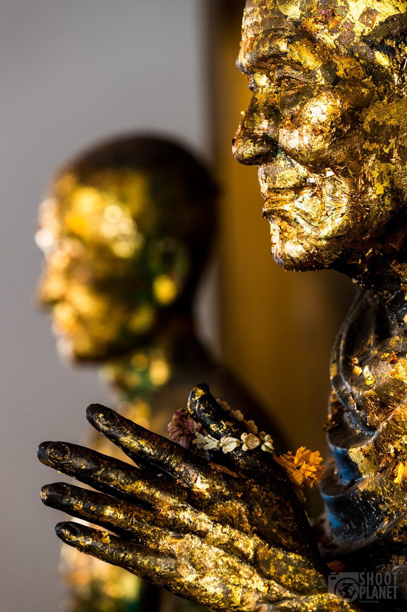 Statue gold leaf, Wat Pho, Bangkok Thailand