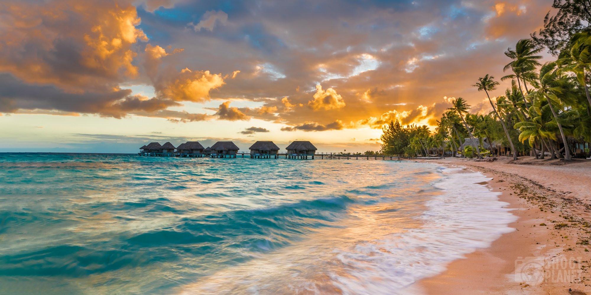 Pink sand beach sunset, Tikehau Polynesia