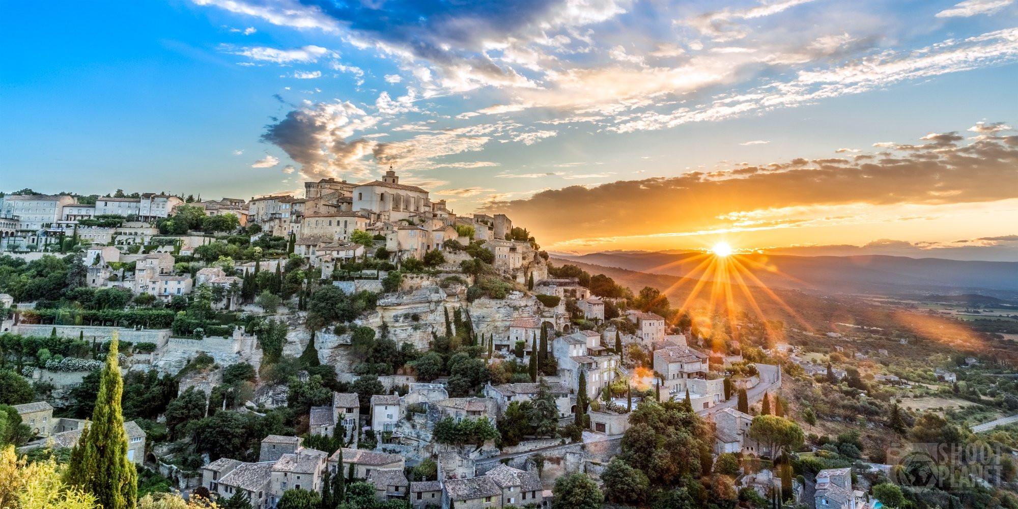 Gordes Provençal village sunrise, Vaucluse, France
